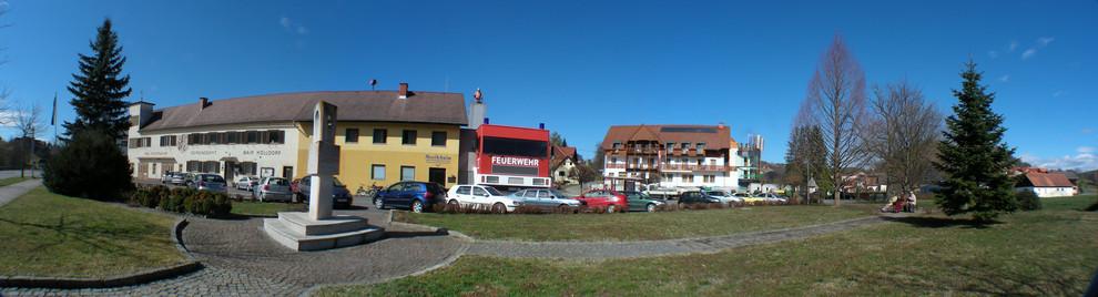 Bayerisch-Köhldorf, mit größtem Feuerwehrauto