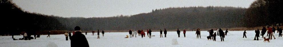 dickes Eis auf dem See